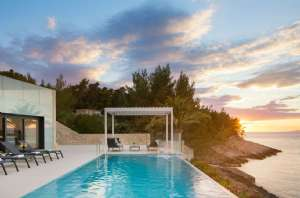 This Detached Villa Is Something Else With Infinity Pool And Right On The Sea Por Island Of Korcula Enjoy Amazing Ustructed Views