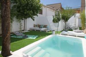 Villa with pool and garden for rent in Montjuic, Barcelona